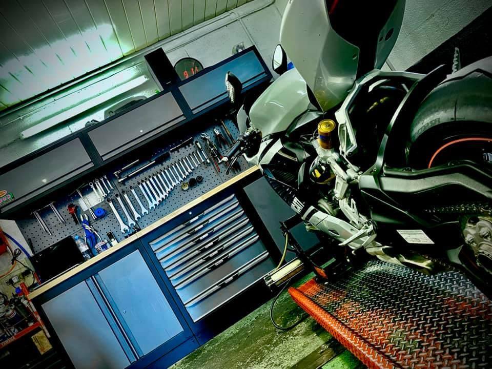 Garage Chambourcy Motos : entretien et réparation des motos et scooters à Chambourcy, entre Saint Germain en Laye et Poissy.